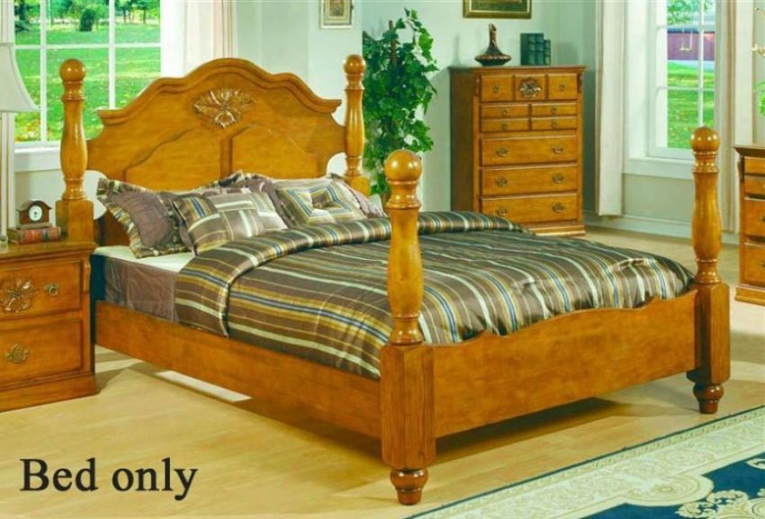 King Sizr Bed With Four Posts In Pine Finish
