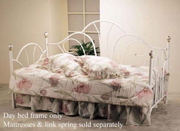 Metal Daybed Peacock Style White Finish