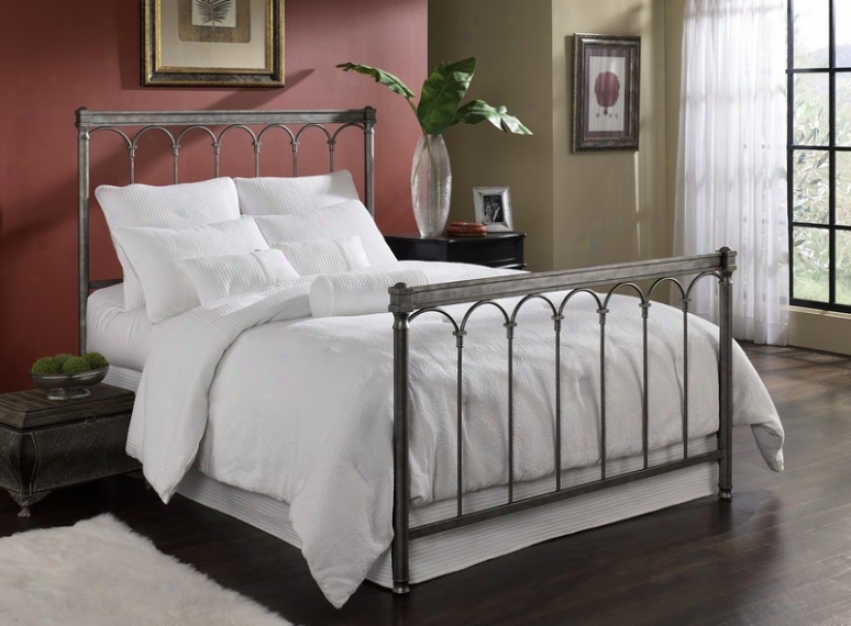 Queen Size Bed - Romano Traditional Design In Silver Gleam Finish
