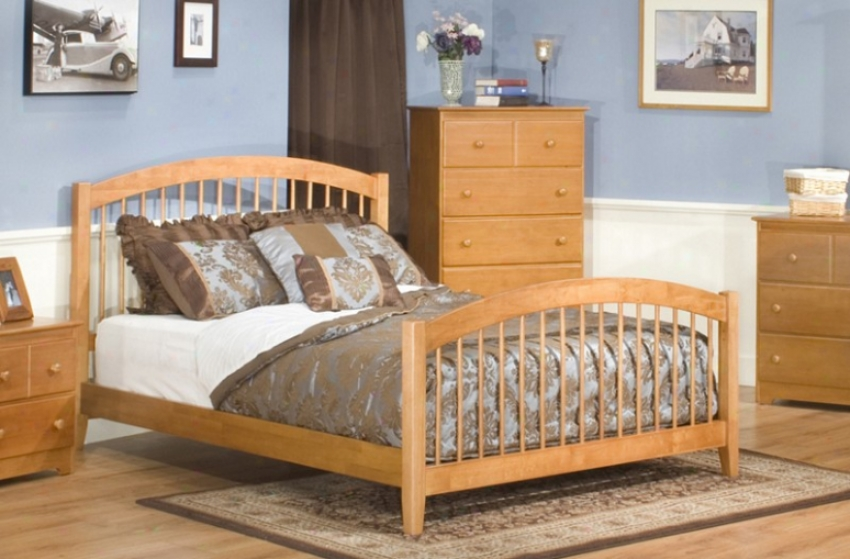 Queen Size Windsor Style Platform Bed With Footboar Caramel Latte Perfect