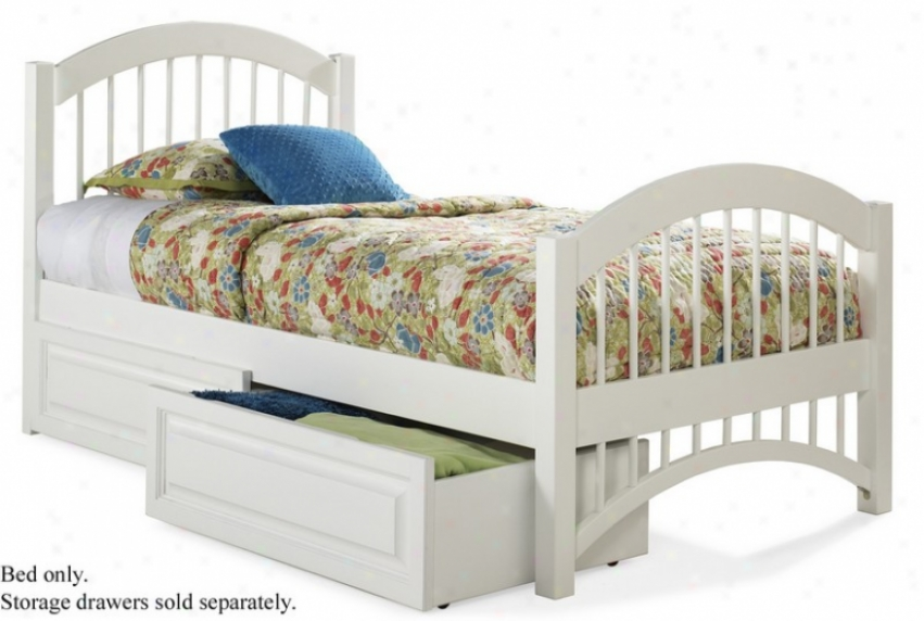 Queen Size Windsor Style Platform Bed Wjth Footboard White Finish