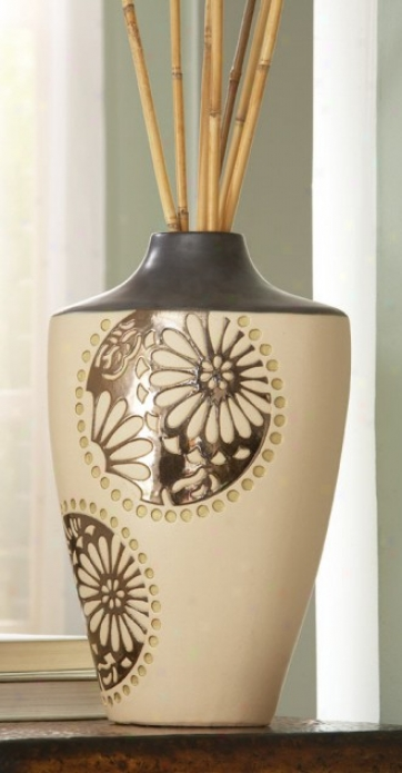 Vase Upon Daisies And Dots Design In Cream Finish