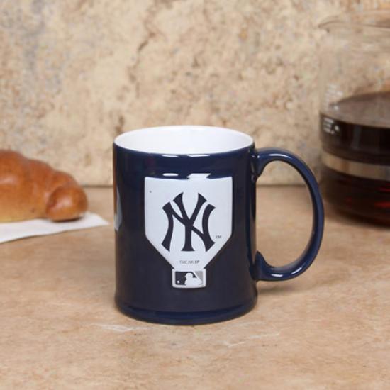 New York Yankees Navy Blue 11oz. Ceramic Sculpted Mug