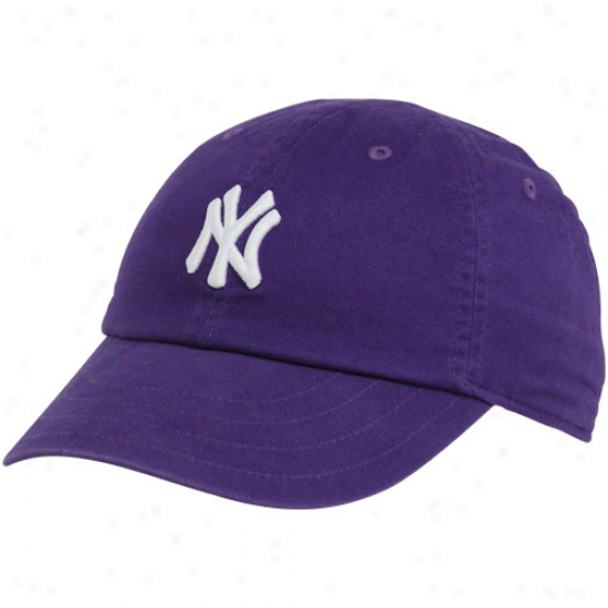 Nike New York Yankees Ladies Purple Campus Classic Adjustable Hat