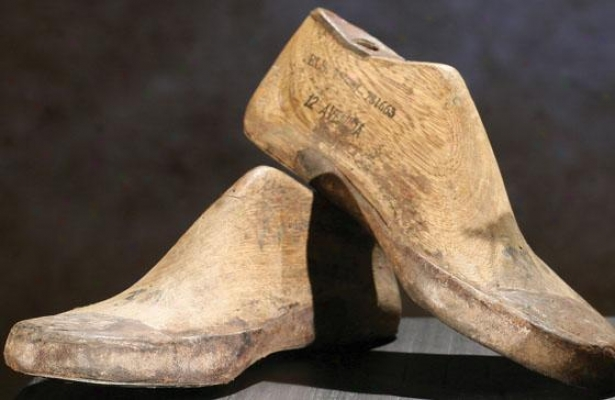 Vintage Wooden Shoe Forms - Adult, Ivory