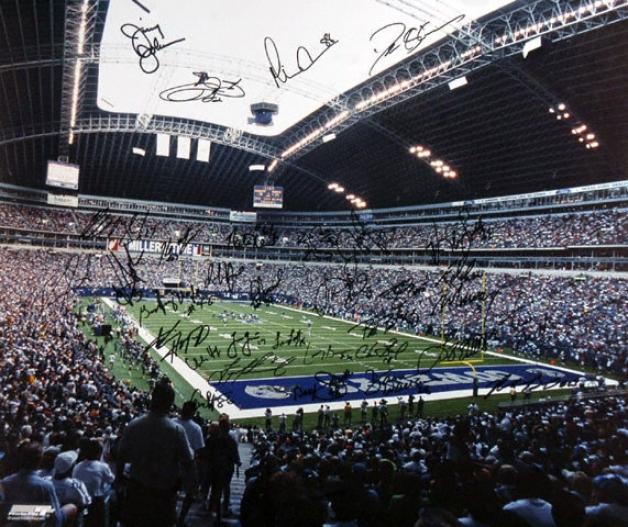 Dallas Cowboys 20x24 Autographed Photograph - Team Signed